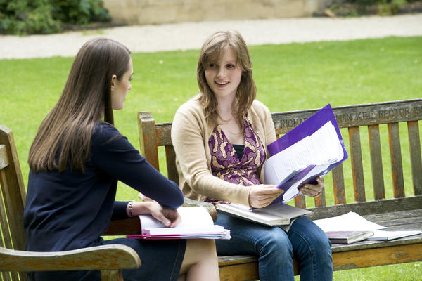 Undergraduate student talking to a tutor about their research